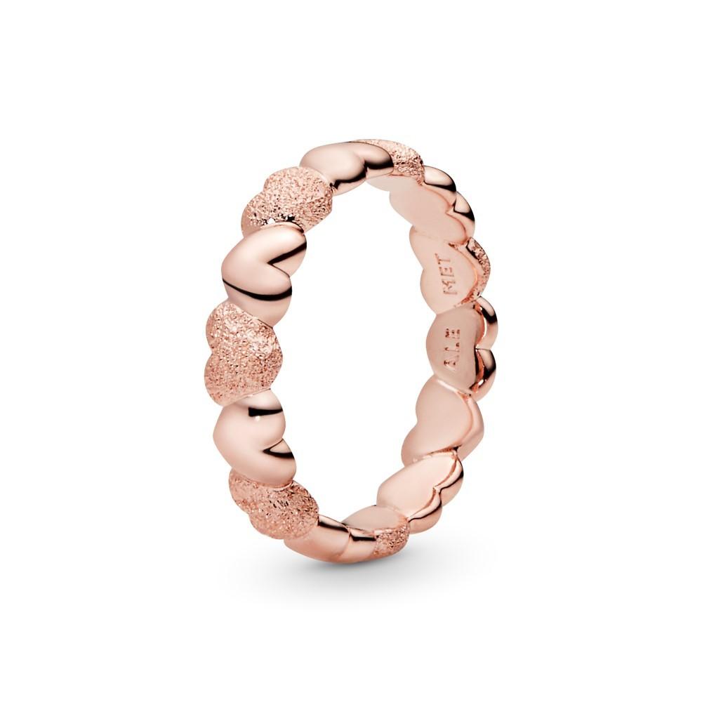טבעת PANDORA רוז מרקם לבבות זוהרים